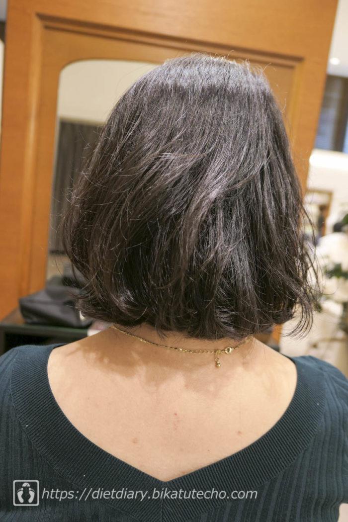 バッサリ髪をカット